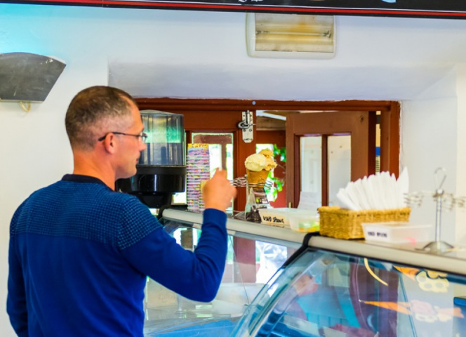 There are up to 25 flavours of ice creams available from the cabinets in the Croust House